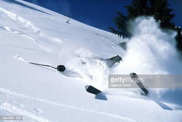 skier falling on snow - chute ski photos et images de collection
