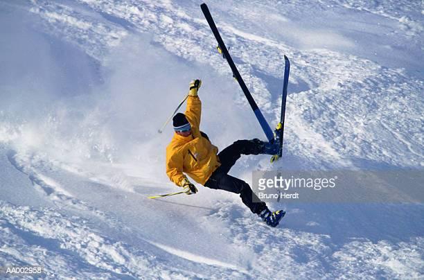 skier falling - chute ski photos et images de collection