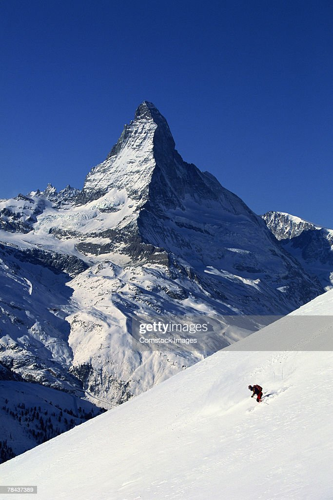 Skier in front of Matterhorn, Zermatt, Switzerland : Stockfoto