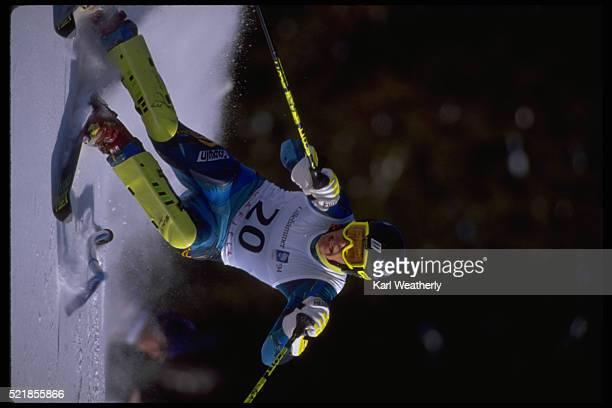 skier in men's slalom event at the 1994 winter olympics - événement sportif d'hiver photos et images de collection