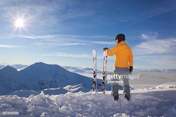 Skifahrer im snowy mountains