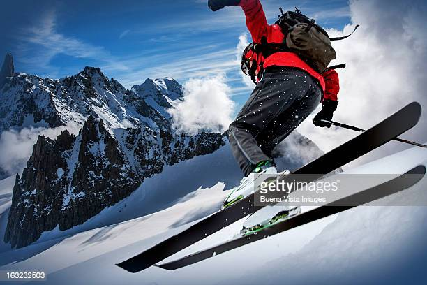 skier in the mont blanc region - wintersport stock-fotos und bilder