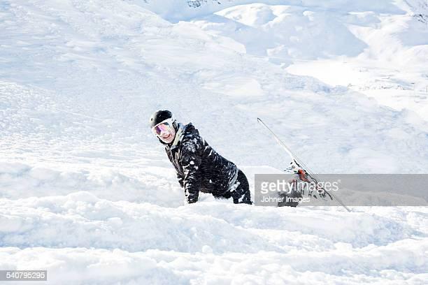 skier on slope - chute ski photos et images de collection