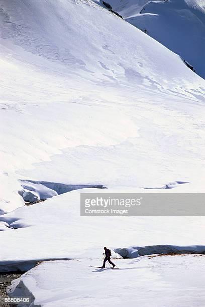 skier ski-touring - wasserform stock-fotos und bilder