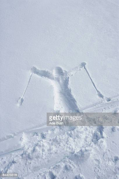 skiers outline in the snow - chute ski photos et images de collection