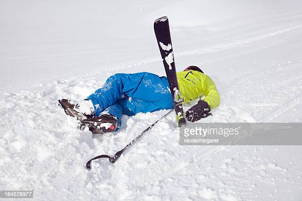 accident de ski - chute ski photos et images de collection