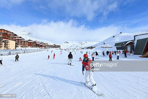skiing in val thorens - trois vallees stock pictures, royalty-free photos & images
