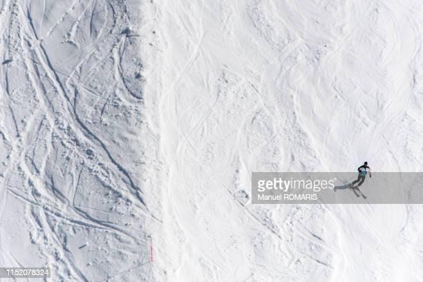 skiing in zermatt, switzerland - zermatt stock pictures, royalty-free photos & images