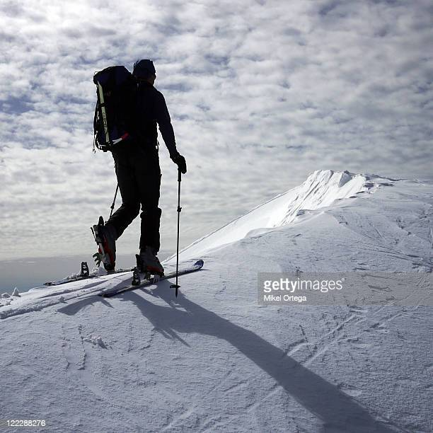skiing on edge - telemark stock pictures, royalty-free photos & images