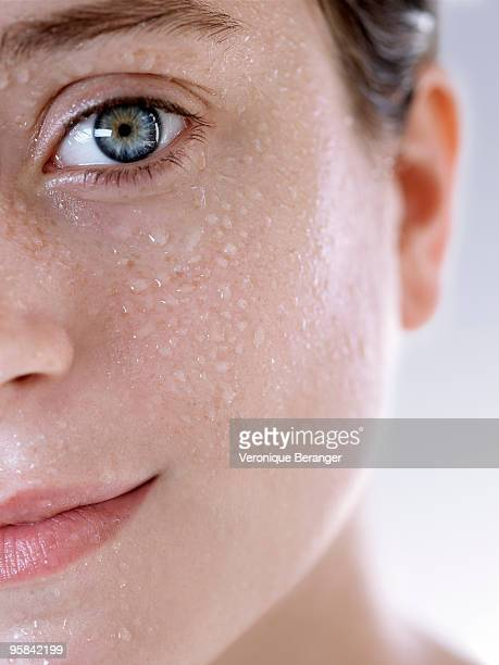 skin and water - damp lips stock pictures, royalty-free photos & images