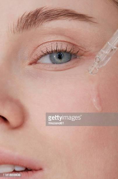skin care hydration, close-up - pessoas bonitas imagens e fotografias de stock
