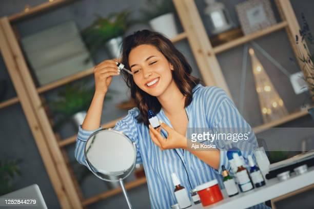 skin care routine. - cosmética imagens e fotografias de stock
