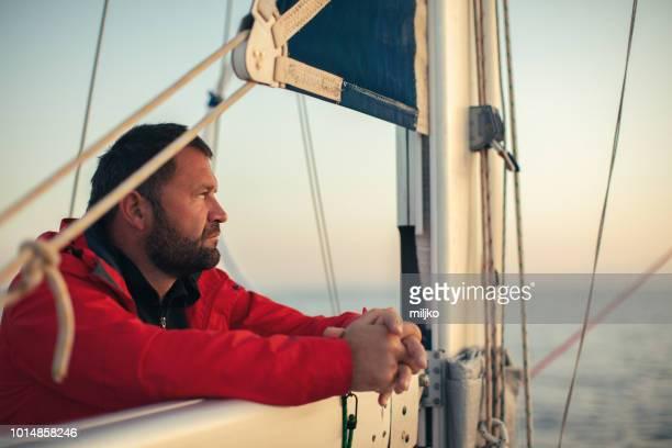 Skipper auf Segelboot