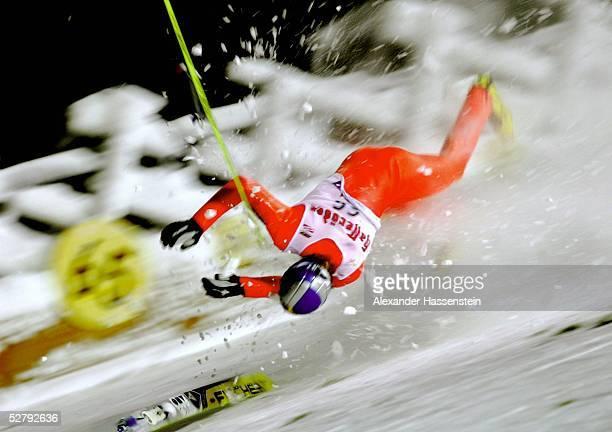 Skispringen Weltcup 2003 Kuusamo Thomas MORGENSTERN/AUT stuerzt und verletzt sich schwer