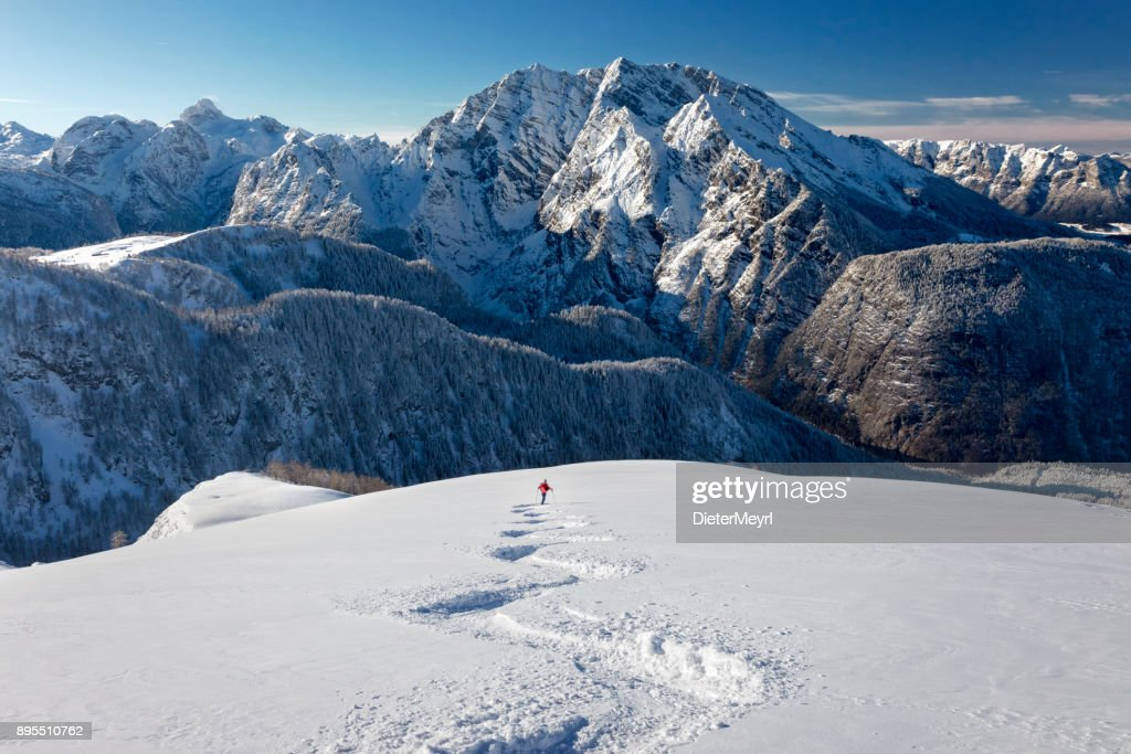 Skitouren-Abfahrt - Tiefschneefahren am Watzmann - Nationalpark Berchtesgaden : Stock-Foto