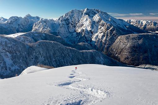 Skitouring downhill - powder skiing at Watzmann - Nationalpark Berchtesgaden 895510762
