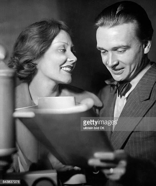 Skoda Albin Actor Voice Actor Austria*and actress Vera Salvotti reading together the radio play 'Herz zwischen zwei Welten' Photographer Ullmann...