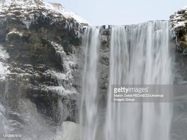 skogafoss in iceland during winter - wasser imagens e fotografias de stock