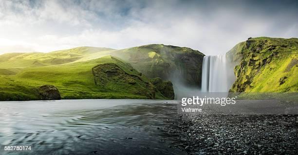 skogafoss waterfall - cascata foto e immagini stock