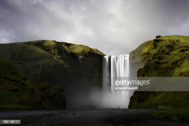 skogafoss waterfall, skogar, iceland - waterfall stock pictures, royalty-free photos & images