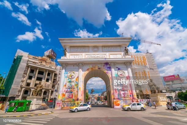 ヨーロッパ、スコピエ マケドニア ゲート - マケドニア共和国 ストックフォトと画像
