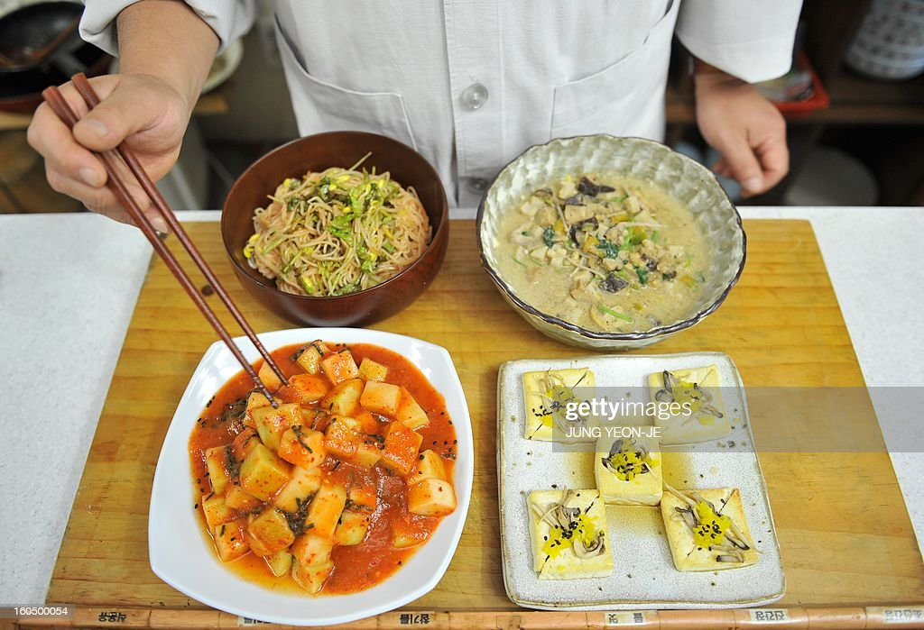 SKOREA-RELIGION-BUDDHISM-FOOD : News Photo