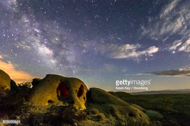 skull like rock and the milky way - anza borrego desert state park stock pictures, royalty-free photos & images