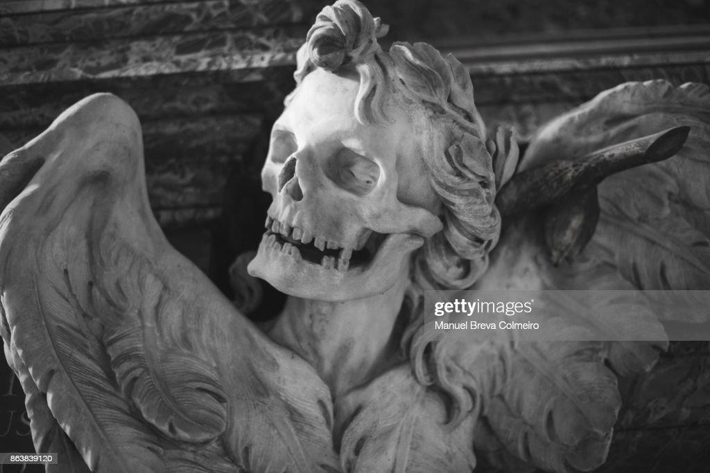 Skull sculpture : Stock Photo
