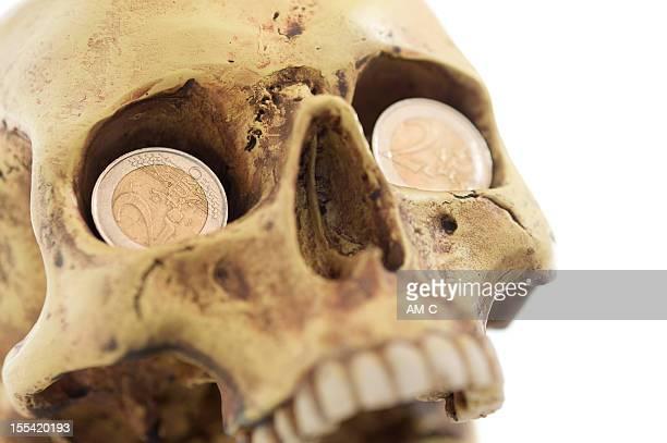 Schädel mit Euro, Euro-Krise, Eurokrise, Inflation, Wirtschaftskrise, wirtschaftlichen depression