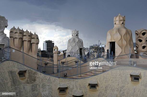 Skulpturengarten auf dem Dach des ab 1906 vom Architekten Antoni Gaudi erbauten Mietwohnhauses Casa Milà