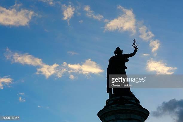 sky above place de la republique, paris - place de la republique paris stock pictures, royalty-free photos & images