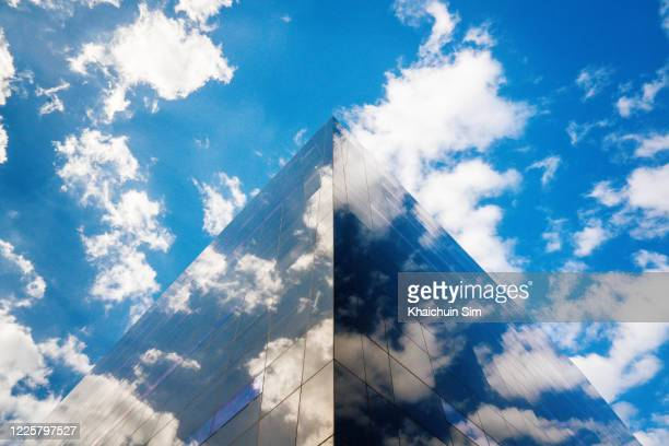 sky and cloud reflection on building - リフレクター ストックフォトと画像