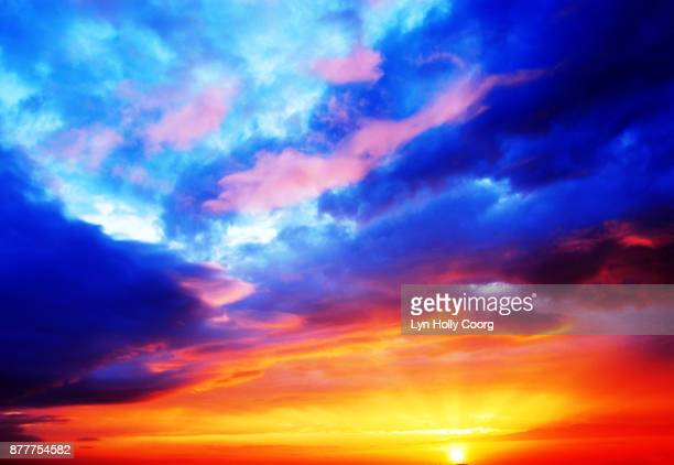 sky and clouds - lyn holly coorg imagens e fotografias de stock