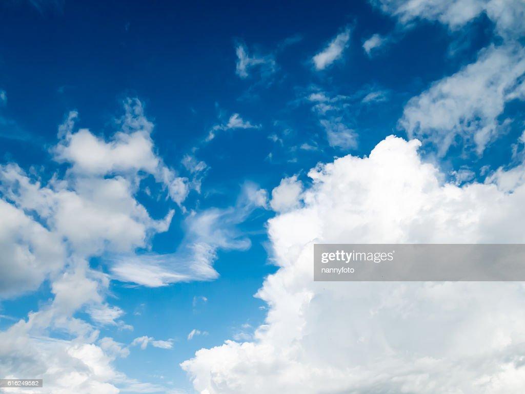 Cielo y blanco nube : Foto de stock