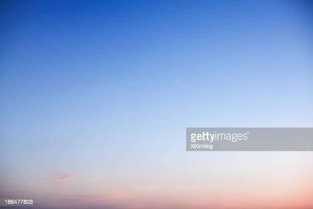sky at dusk, only sky, backgrounds - heldere lucht stockfoto's en -beelden