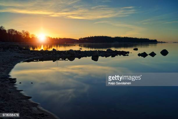 sky at sunrise reflecting in tranquil water, espoo, finland - espoo stock pictures, royalty-free photos & images