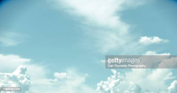 sky clouds over ocean - himmel stock-fotos und bilder