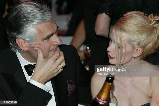"Sky Dumont, Ehefrau Mirja Becker, ""Frankfurter Opernball"" 2003, Frankfurt, , ""Alte Oper"", großer Saal, DŽcollete, sexy,"