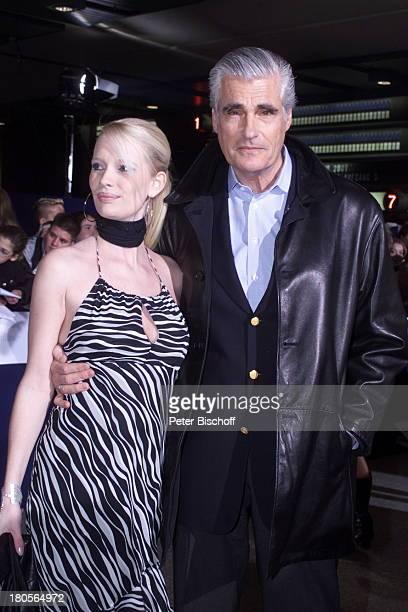 Sky Dumont Ehefrau Mirja BeckerPreisverleihung Echo 2001 der deutscheMusikpreis Berlin ICC Preis derDeutschen PhonoAkademie roter TeppichAnkunft...