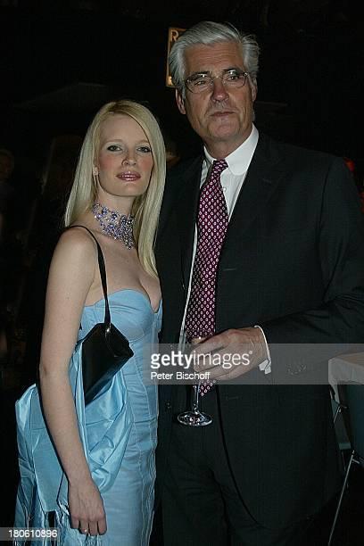 Sky Dumont mit Ehefrau Mirja Becker Verleihung des Radio Regenbogen Award Rosengarten Mannheim Frau Glas Brille Getränk