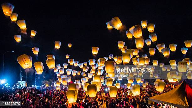 sky lantern festival taiwan - new taipei city stock pictures, royalty-free photos & images