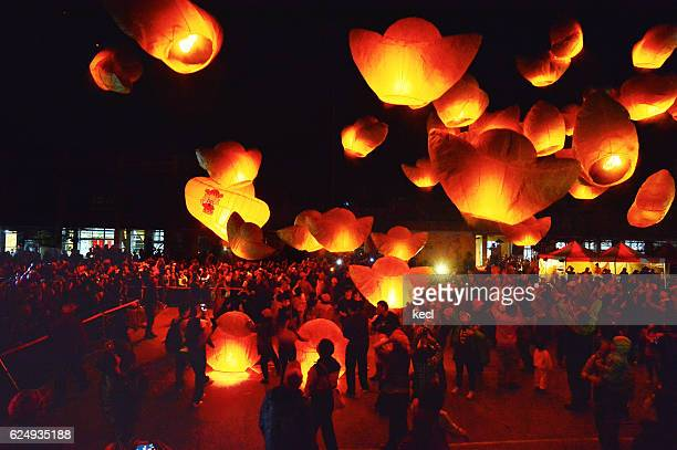 sky lantern festival taiwan - lantern festival stock pictures, royalty-free photos & images