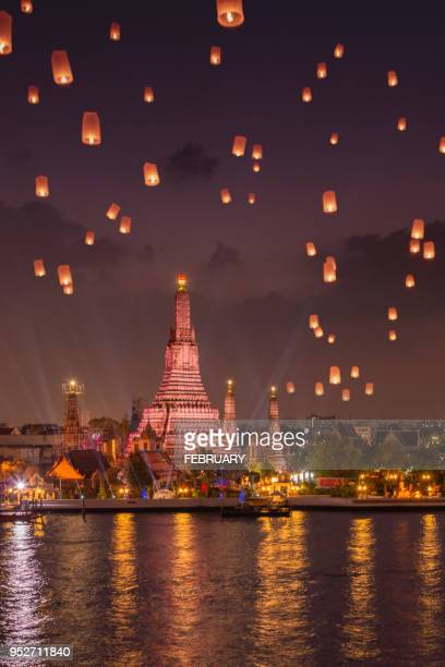 sky lanterns above wat arun in twilight - famous place stock pictures, royalty-free photos & images