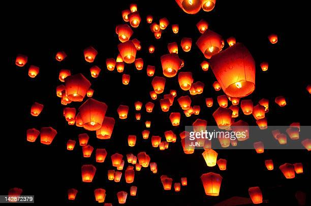 sky lanterns in pinghsi - chinese lantern stock pictures, royalty-free photos & images