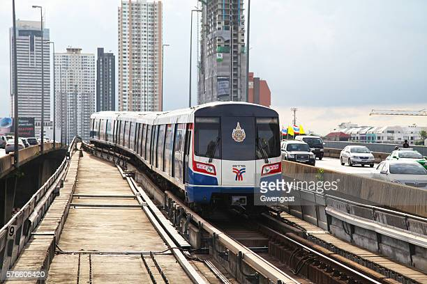sky train in bangkok - gwengoat stock pictures, royalty-free photos & images