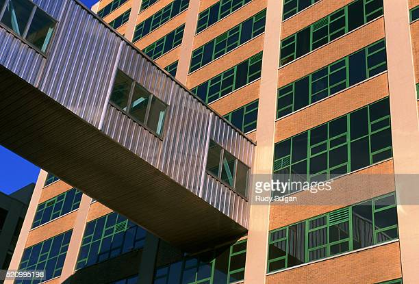 skybridge connecting high rise buildings - utc−10:00 stock pictures, royalty-free photos & images