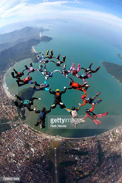 skydive formation - arrangement stock pictures, royalty-free photos & images