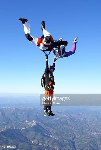 CONTENT] Skydive paraquedismo skydiving cruz hibrido queda livre free fall fun diversão crazy extreme radical paraquedas paracaidismo parachutisme...