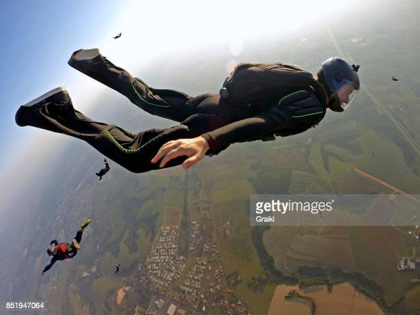 Skydiver break off