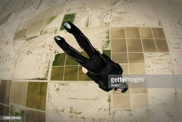 skydiver dive to the ground - ヘッドスライディング ストックフォトと画像